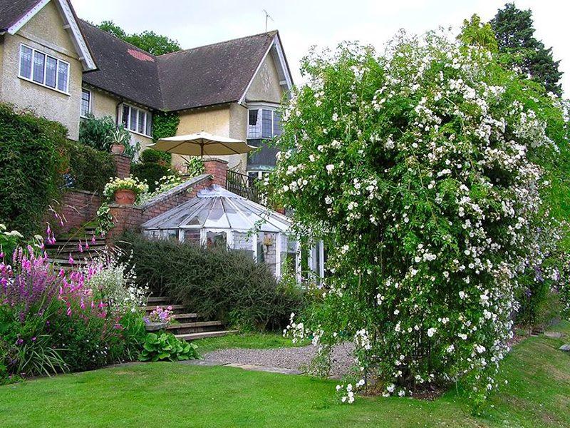 Những điều cần thiết khi bố trí sân vườn cho ngôi nhà của bạn.