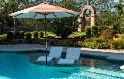 Thể hiện đẳng cấp và thẩm mỹ nhà vườn với ghế hồ bơi cao cấp